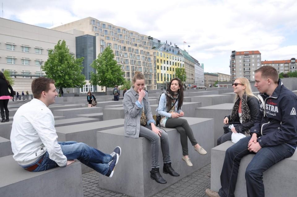 8 Holocaust Memorial