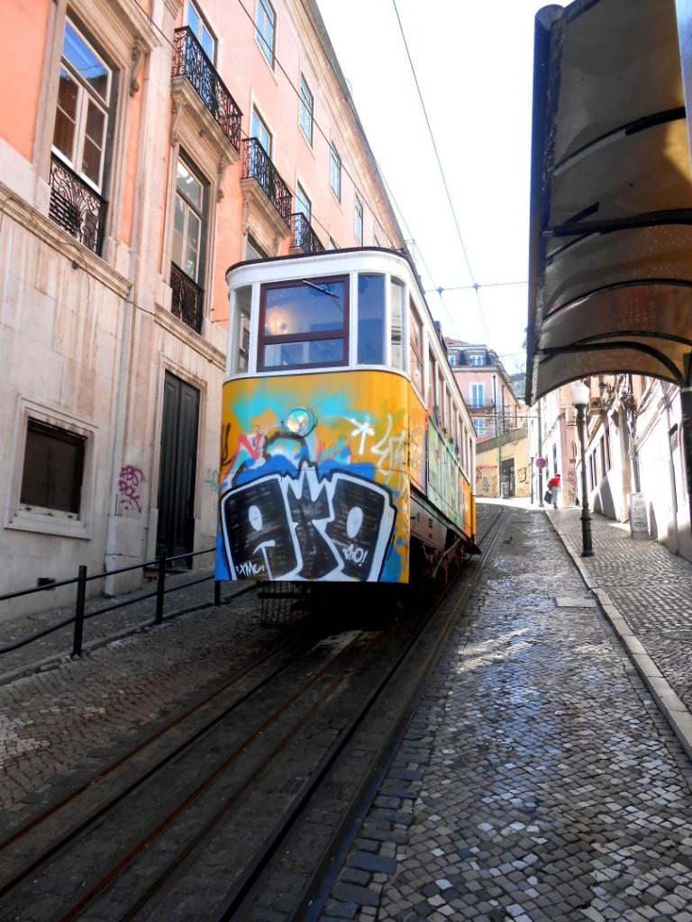 13 lisbon tram